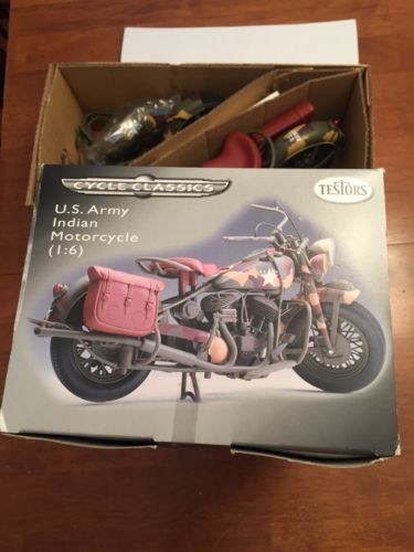 TESTORS U.S. ARMY Indian Motorcycle (1:6) Model with Collectible Metal Chassis