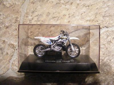 SMALL MODEL OF HONDA CR 125R MOTORCYCLE IN PLASTIC CASE. NEW RAY TOY CHINA MADE