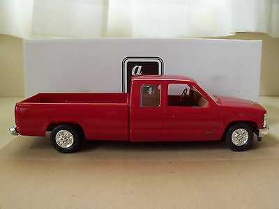 AMT / ERTL 1993 CHEVROLET C-1500 EXTENDED CAB LONG BOX PICKUP TRUCK DEALER PROMO