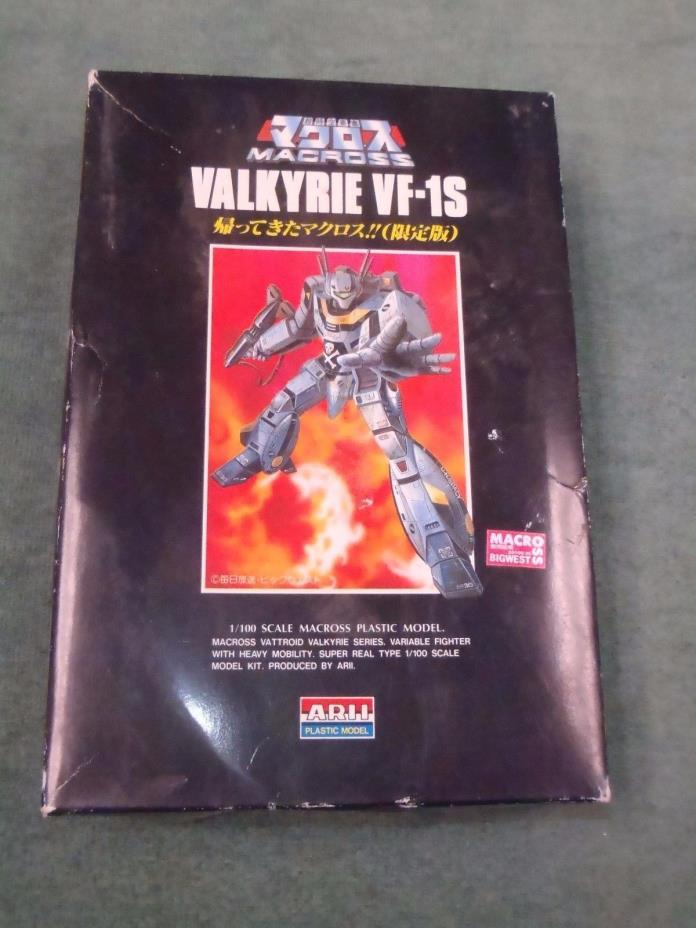 Macross Valkyrie VF-1S ARII Model Kit 1/100 Scale