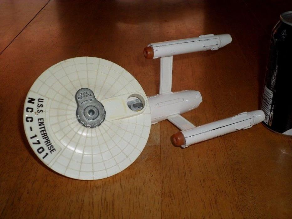 STAR TREK- U.S.S. ENTERPRISE [NCC-1701] DINKY TOYS- DIECAST METAL FACTORY BUILT