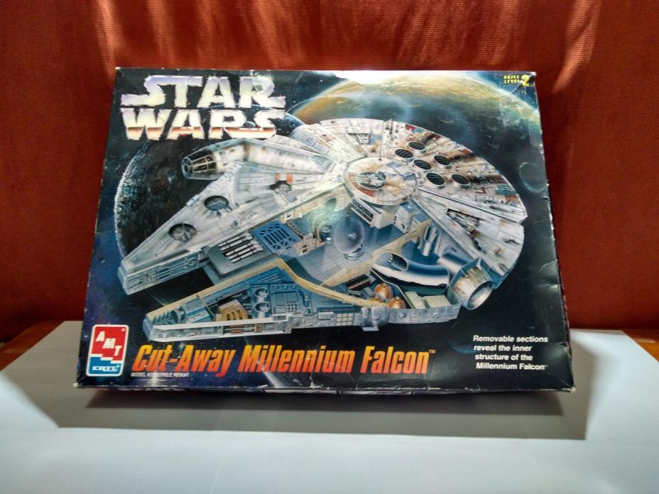 AMT ERTL 1996 Star Wars cut-away Millennium Falcon Model Kit Open Box
