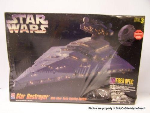 1995 Star Wars Star Destroyer & Fiber Optic Lighting System. Model 8782.