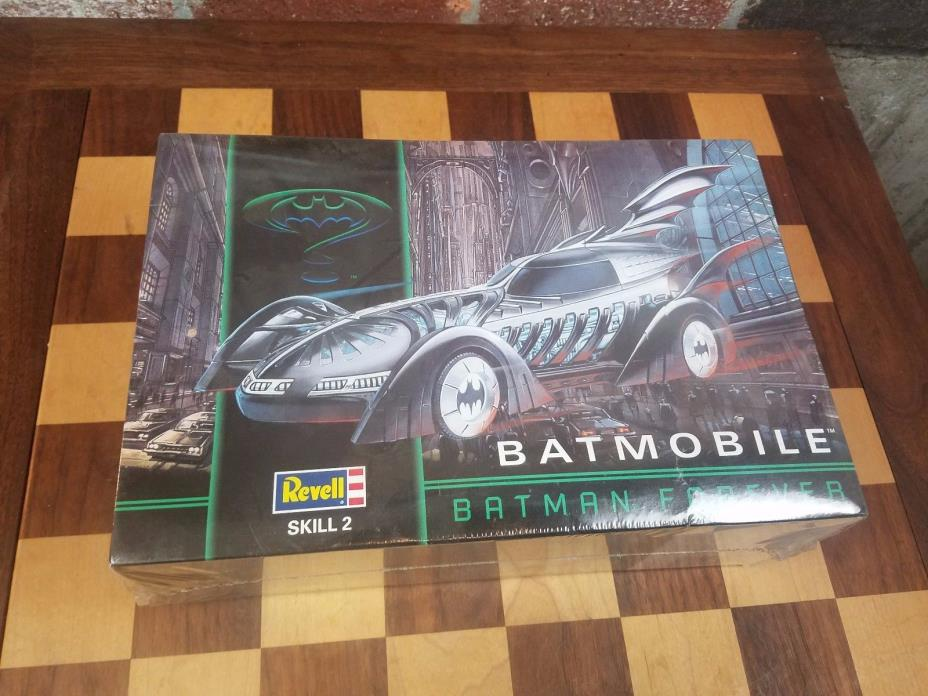 REVELL MODEL BATMOBILE BATMAN FOREVER BRAND NEW SEALED 1:25 6720