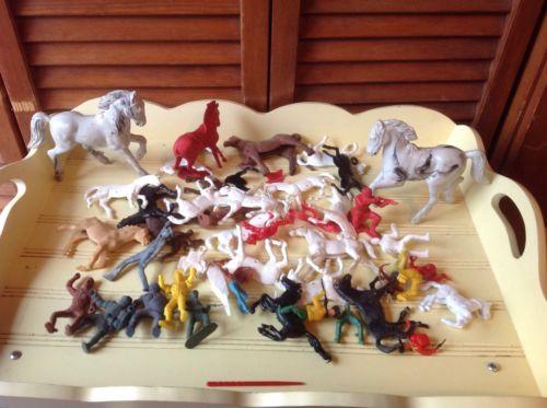 VINTAGE 40+ PLASTIC HORSES COWBOYS INDIANS ARMY MEN ETC VARIOUS SIZES & COLORS