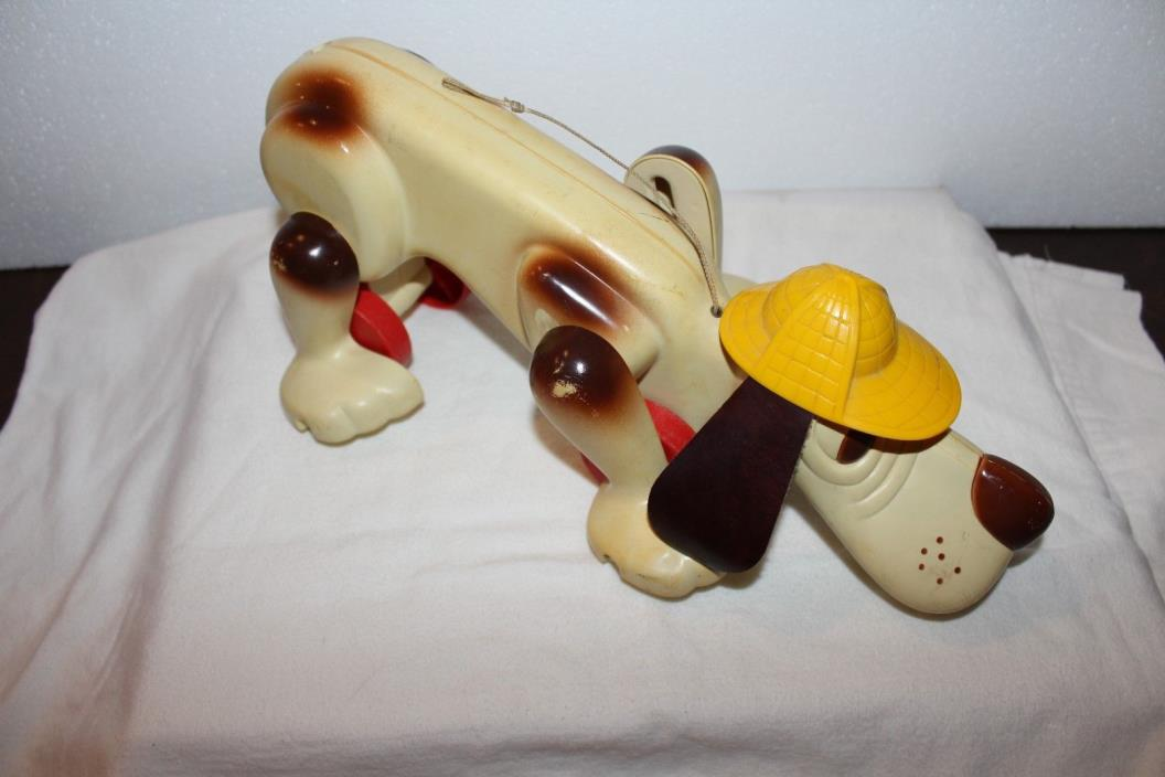 VINTAGE 1974 DIGGER DETECTIVE DOG PULL-ALONG TOY