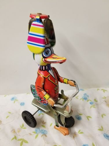 DUCK ON BIKE WIND UP FUNNY ACTION VINTAGE.