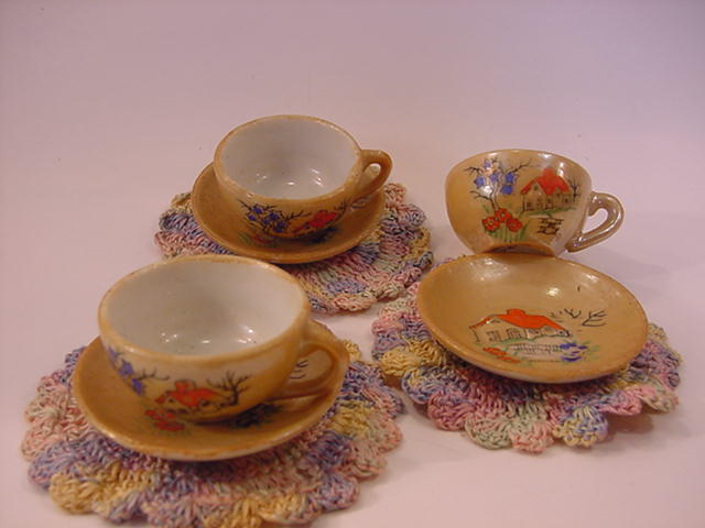 Vintage Miniature LusterWare 3 Cups & Saucers with doilies-Japan