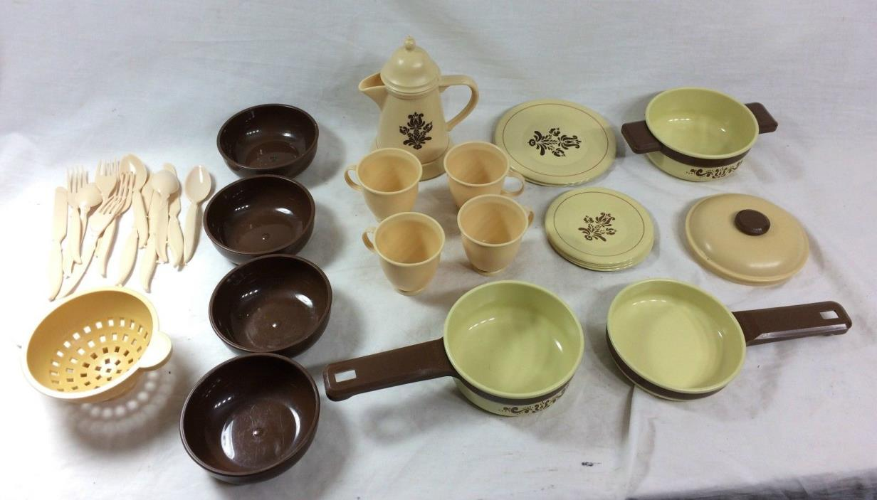 VINTAGE OHIO ART TOY POTS PANS PLATES AND TEA SET LOT OF 34 PCS