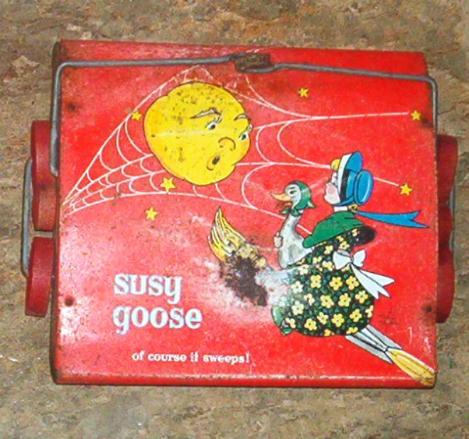 Vintage Kiddie Brush & Toy Child's Tin SUSY GOOSE Sweeper ONLY 1950 TIN TOY