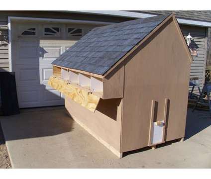 Small CHICKEN COOP s