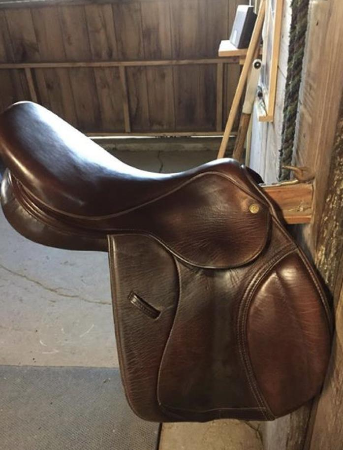 Used Collegiate saddle 165 seat with 4 gullett great condition