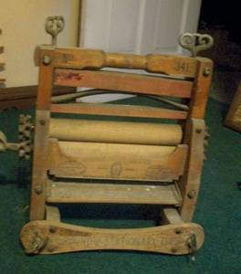 Antique Clothes Wringer-