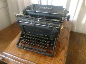 Antique Underwood Typewriter, works good
