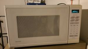 Large Kenmore Microwave White (Raleigh)