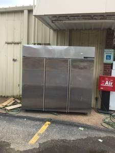 3 door steel subway cooler with shelves in working codition (collierville tn)