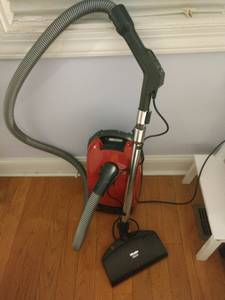 Miele Red Star canister vacuum S301i (18th_&_bainbridge)