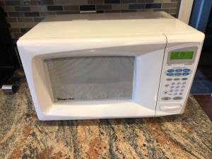 Microwave Magic Chief Microwave Oven_900W (Schwenksville, PA)