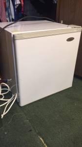 Mini fridge for sale (Dillon)
