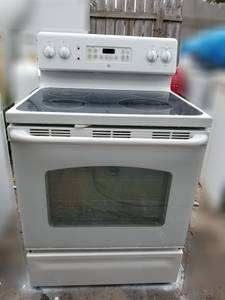 White GE Electric Stove in Good Working Conditions (Harlingen)