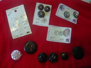 Vintage Sewing Buttons some Bakelite (Arlington)
