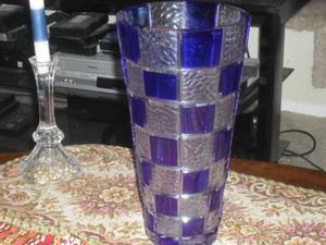 GORGEOUS BLUE CRYSTAL VASE ! (Reseda)