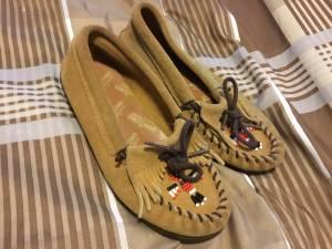 Minnetonka suede moccasins size 1 (Halethorpe)