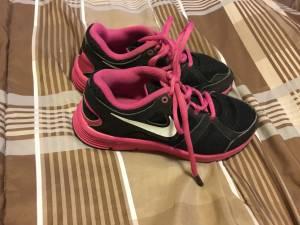 Nike tennis shoes, size 1Y (Halethorpe)