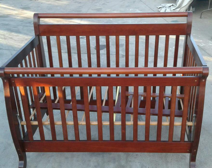 DaVinci Emily 4-in-1 Convertible Crib with Simmons mattress