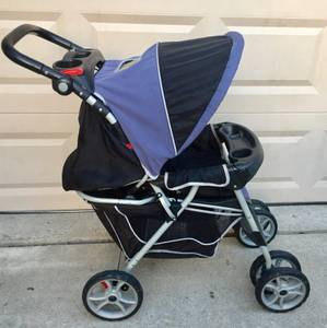 Graco 6- wheel foldable baby stroller , plenty of storage and cup hold (Wylie /