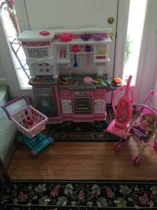 Pink Kitchen with extras (Cary)