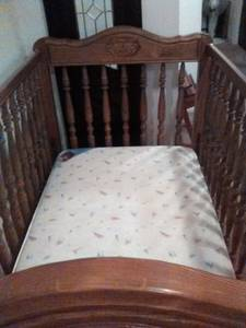 Solid baby bed with spindels (Crozet Va.)