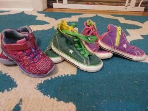 Size 7 girls shoes (Bartlett)