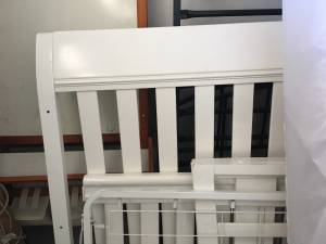 White baby crib with mattress (Lake havasu city)