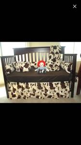 Crib cow bed set
