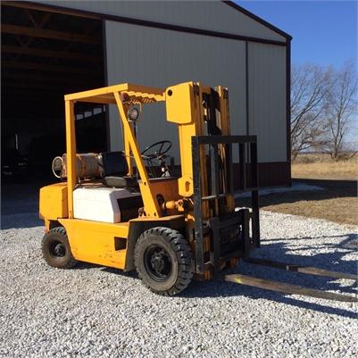 Komatsu 5000 lb. Forklift 3-Stage Mast