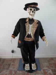 5 Foot Singing Dancing Skeleton (Rare!) (Beloit)
