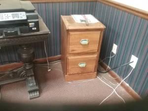 oak 2 drawer file cabinet (Memphis)