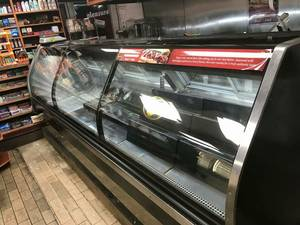 Hussmann 12 Ft Deli Case Curve Style Remotes / Restaurant Equipment (Hussmann)