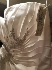 NEW White wedding dress and Veil with tags (Salem)