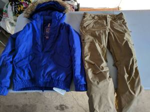 Girls Burton snowboarding jacket and pants (Freeburg)