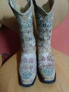 Nice women's boots for sale or trade (Okc)