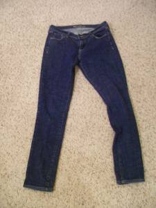 Size 6 Old Navy ladies jeans -- skinny leg -- excellent!!!! (Fayetteville)