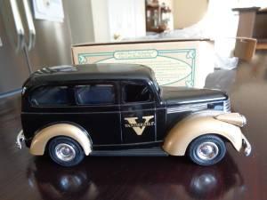 1946 CHEVY SUBURBAN VANDERBILT UNIVERSITY DIECAST (Rockwood)