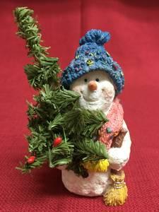 Mrs Frosty Snowman w/ Christmas Tree Decorative Resin Stone Figurine