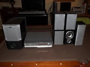 jvc THM55 soround sound system (New Berlin)