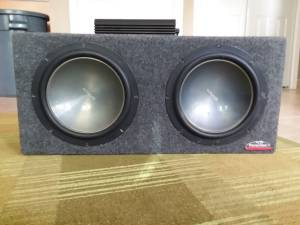 2 subwoofers and amp for sale (Kearney)