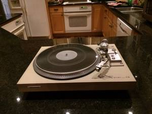 PIONEER 518 TURNTABLE (Goshen)