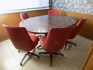 Modernist Breakfast Table and 5 Chairs (Arcadia)