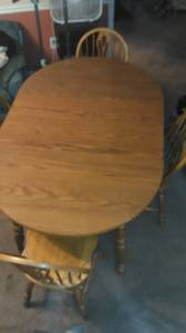 Oak Dining Room Table 4 Chairs with 2 leafs (Collegeville)